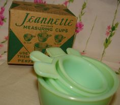 The Jeanette Jadeite measuring cups. mint in their original box. The Jeanette Jadeite measuring cups. mint in their original box. Antique Glassware, Vintage Kitchenware, Vintage Dishes, Vintage Pyrex, Vintage Items, Green Kitchen, Glass Kitchen, Kitsch, Vintage Fire King
