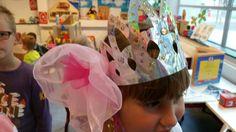 Zilveren hoed met bloem van organza  stof