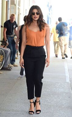 Which Of These Priyanka Chopra Jonas's Street Style Outfits Would You Wanna Steal? - Keeping Up With Bollywood Classy Outfits, Chic Outfits, Fashion Outfits, Bollywood Celebrities, Bollywood Fashion, Bollywood Style, Estilo Fashion, Look Fashion, Priyanka Chopra Hot