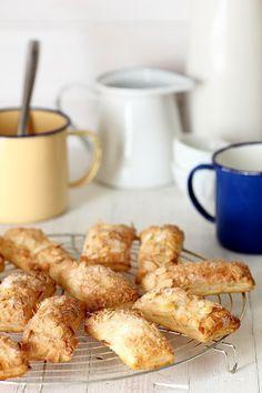 Kanela y Limón: Pastelitos de hojaldre y almendra