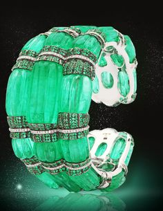 27 melon carved long emerald beads round brilliant-cut emeralds 280 round brilliant-cut diamonds Total weight of all emeralds is carats Total weight of all diamonds is carats Combined weight of all emeralds and diamonds is carats Emerald Bracelet, Emerald Jewelry, Emerald Rings, Bracelet Set, I Love Jewelry, Fine Jewelry, Jewelry Design, Geek Jewelry, Antique Jewelry