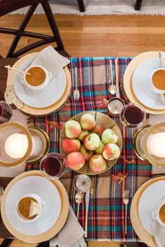 Fall party: http://www.stylemepretty.com/living/2015/10/01/easy-ways-to-cozy-up-your-home-for-fall/ | Photography: Erin McGinn - http://www.erinmcginn.com/