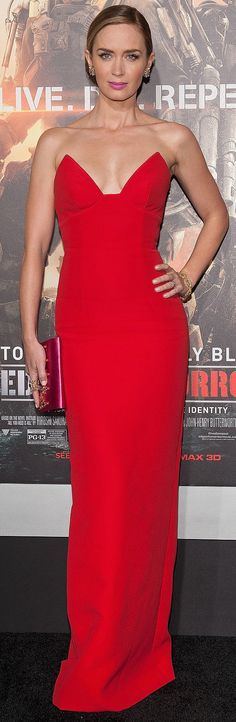 #CougarDreams Emily Blunt basically owned the red carpet this week with a trio of pretty dresses, but none wowed us quite like the red Prada gown she selected for her Edge of Tomorrow premiere in Paris.