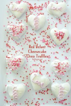 Red Velvet Oreo Truffles - a delicious new oreo truffle flavor perfect for your loved ones. Valentines Day Desserts, Valentine Treats, Holiday Treats, Valentines Baking, Valentine Recipes, Kids Valentines, Valentine Cookies, Holiday Recipes, Red Velvet Cheesecake