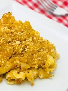 A healthier guilt-free take on the super gooey, rich family favorite. This creamy Macaroni and Cheese is topped with seasoned bread crumbs and filled with delicious cheddar cheese making it a regular mini-meal staple! Creamy Macaroni And Cheese, Mac And Cheese, Cheddar Cheese, Creamy Avocado Pasta, Clean Eating, Healthy Eating, Eating Well, Slimfast Recipes, Mac Cheese Recipes