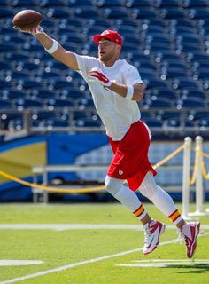 Showed me how to Hit The Quan Kc Football, Kansas City Chiefs Football, Kansas City Royals, Kc Cheifs, Chargers Game, Travis Kelce, Football Pictures, Drummers, National Football League