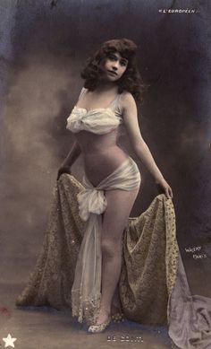 A Parisian Cabaret Artist from 1900 - [1970x3250] - Imgur