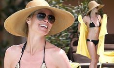 6d6c22e9158 Heidi Klum stays covered with a large brimmed floppy hat and sunglasses in  the Bahamas.