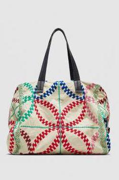 Shopper con bordados, de Zara