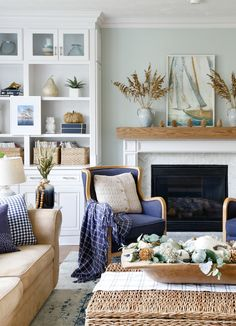 Navy and Neutral Fall Living Room + Kitchen Tour - Sand and Sisal - - Celebrate fall with a neutral color palette with natural elements. This Navy and Neutral Fall Living Room + Kitchen Tour will make you rethink fall decor. Fall Living Room, Coastal Living Rooms, Living Room Kitchen, Beach Living Room, Dining Room, Elegant Home Decor, Elegant Homes, Modern Decor, Living Room Furniture