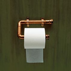 Use Copper Pipe to Hold a Roll of Toilet Paper. Copper gleams as a support for toilet paper. Technical editor Mark Powers made the one above out of tubing and various fittings. To keep its sheen, spray it with lacquer. Plumbing Pipe, Pvc Pipe, Water Plumbing, Steampunk Bathroom, Toilet Roll Holder, Unique Toilet Paper Holder, Pipe Furniture, Furniture Vintage, Bathroom Furniture