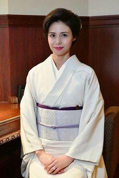 松嶋菜々子 Japanese Costume, Japanese Kimono, Japanese Outfits, Japanese Fashion, Japan Woman, Hair Arrange, Japanese Hairstyle, Japanese Beauty, Asian Beauty