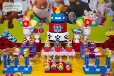Throw an exceptional get-together for your children's birthday party with these 7 fascinating paw patrol party ideas. The thoughts must be convenient to those who become the true fans of Paw Patrol show. Paw Patrol Show, Paw Patrol Toys, Paw Patrol Cake, Paw Patrol Birthday, 2 Birthday, Thomas Birthday Parties, Cute Birthday Gift, Paw Patrol Party Decorations, Cumple Paw Patrol
