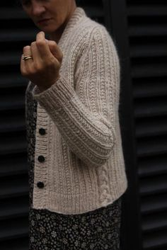 Kahlua Knitting pattern by BabyCocktails/Thea Colman – Knitting patterns, knitting designs, knitting for beginners. Sweater Knitting Patterns, Cardigan Pattern, Knit Patterns, Knit Cardigan, Knit Or Crochet, Crochet Stitches, Easy Crochet, Knitting Projects, Mantel