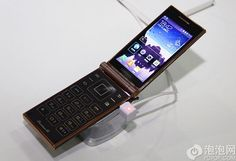Samsung Launched W2014 Flip Phone, Runs On World's First Snapdragon 800 CPU - China Telecom has launched a new Samsung Flip phone, SCH-W2014. It is claimed to be the most powerful dual-screen flip phone of Samsung. It has the world's first quad-core Snapdragon 800 CPU. [Click on Image Or Source on Top to See Full News]