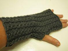 Irenes optegnelser: Irenes pulsvarmere Knitting Patterns Free, Free Pattern, Fingerless Mitts, Anna, Irene, Arm Warmers, Mittens, Crochet, Fingers