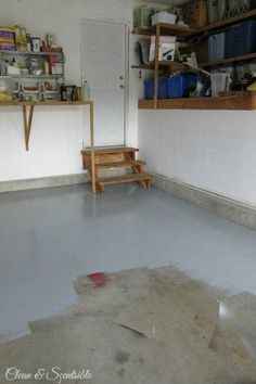 to Paint a Garage Floor Great tutorial on how to paint a garage floor. This makes such a difference! // Great tutorial on how to paint a garage floor. This makes such a difference! Garage House, Diy Garage, Garage Storage, Garage Organization, Garage Paint Ideas, Garage Bar, Workshop Organization, Organizing, Small Garage