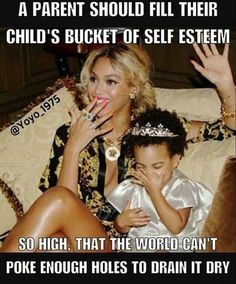 Queen Beyonce & Baby Blue Ivy Carter with Princess Tiara Like Mother Like Daughter Fashion Style Hair Inspiration Beautiful Famous Celebrity Black Women Blue Ivy Carter, Estilo Beyonce, Beyonce And Jay Z, Divas, Destiny's Child, Ivy Bleu, Top Celebrities, Celebs, Family Pictures