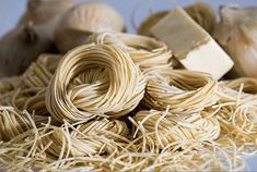 Italian pasta is very popular. People around the world enjoy this exquisite cuisine but from where does pasta originate and how is pasta made. Cooking Classes Nyc, Cooking Tips, Cooking Games, Cooking Pork, Cooking Turkey, Cooking Recipes, Cooking Burgers, College Cooking, Cooking Dishes