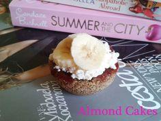 Almond banana mug cakes. Little something to make yourself a nicer day. Recipe on http://fitnessgirlrecipes.blogspot.sk/