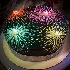 Fireworks cake - New Years Party 🎉 Pretty Cakes, Cute Cakes, Beautiful Cakes, Amazing Cakes, Cake Decorating Techniques, Cake Decorating Tips, Fireworks Cake, Fireworks Video, Birthday Fireworks