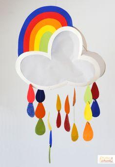 Regenbogenbunte Laterne für St. Martin
