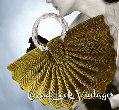 Vintage Crochet Pattern Half Moon Fan with clear Lucite handles. To accompany a black and cream tartan woolen skirt suit, sling back pumps and a pill box hat.A unique vintage purse to crochet from the Styled like a half moon with a pretty scalloped e Crochet Clutch, Crochet Handbags, Crochet Purses, Crochet Hooks, Crochet Bags, Vintage Purses, Vintage Bags, Vintage Handbags, Motif Vintage