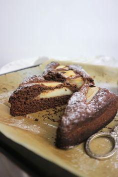 Adoro l'abbinamento pere e cioccolato, ed è così che è nato questo cake sofficissimo ma super sano: niente lattosio e glutine, light e facilissimo da preparare. Provalo con l'aggiunta di altra frutta... le varianti sono infinite!