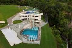 Hawaiian Oceanfront Mansion With Spectacular Views And 50m Lap Pool