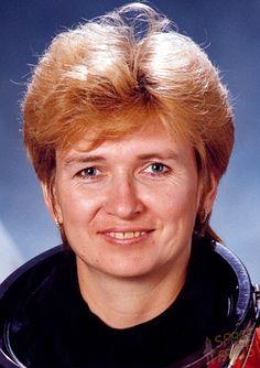 Yelena Vladimirovna Kondakova (Soviet cosmonaut, born Rabochi)