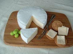 A delightfully cool felt food cheeseboard! #felt #crafts #food #felt_food #DIY #cute #kawaii