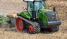 (PREMIUM) Auf der Agritechnica in Hannover gibt es vom 12. bis 18. November bei den Traktoren einige Neuheiten zu sehen; darunter auch im unteren Leistungsbereich, verbesserte Traktion bei den Großen und mehr Komfort in allen Baureihen. Guido Höner gibt einen Überblick... Riesigen Aufwand mussten die Ingenieure treiben, um die Abgasgrenzwerte zu erreichen, das hat große Teile der Entwicklungsbudgets aufgefressen. Mittlerweile erfüllen alle Baureihen die aktuellen Vorgaben der Stufe IV. In… Big Tractors, Trucks, Cool Stuff, Industrial Design, Offroad, Vehicles, Tractor, Tech News, Heavy Equipment