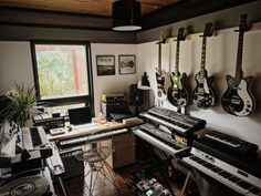 In the studio with Hugar | Headphone Commute