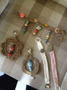 Smokklenker og små uroer til maxicosi. Napkin Rings, Napkins, Homemade, Home Decor, Decoration Home, Room Decor, Napkin, Home Made, Diy Crafts