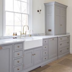 The modern scullery at the Georgian hunting lodge project with Nickleby cabinetry painted in Farthing and aged brass hardware. Kitchen Taps, New Kitchen, Kitchen Decor, Kitchen Larder, Kitchen Windows, Gold Kitchen, Kitchen Cabinetry, Georgian Kitchen, Humphrey Munson