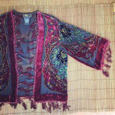 Hoi! Ik heb een geweldige listing op Etsy gevonden: https://www.etsy.com/nl/listing/254059243/vintage-silk-velvet-burnout-floral