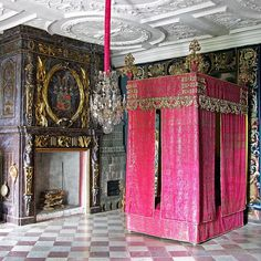 The bedroom of Field Marshal Count Carl Gustaf (1617-76) at Skokloster. The bed has its original textiles, but the frame was heighten at the end of the 17th century when fashion dictated taller beds. The Count's coat-of-arms is painted over the mantelpiece. #HakanGroth #Skokloster #Wrangel #Baroque #Sweden