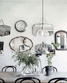 The Cheap Thrift Store Find That'll Solve Your Blank Wall Woes/decorate with antique mirrors
