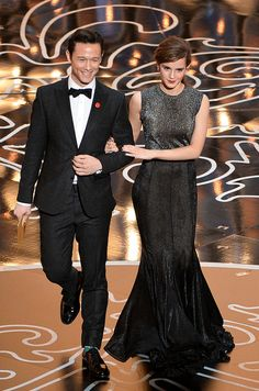Joseph Gordon-Levitt Emma Watson Photos - Actors Joseph Gordon-Levitt and Emma Watson speak onstage during the Oscars at the Dolby Theatre on March 2014 in Hollywood, California. - Annual Academy Awards Show Oscars 2014, Hollywood Hotel, Joseph Gordon Levitt, Florence Pugh, Photo L, Celebs, Celebrities, Celebrity Couples, Celebrity