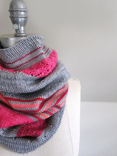 Ravelry: Project Gallery for 3 Color Cashmere Cowl pattern by Joji Locatelli Loom Knitting Patterns, Knitting Stitches, Cowl Patterns, Knitting Tutorials, Knitting Projects, Stitch Patterns, Finger Knitting, Hand Knitting, Knitting Machine