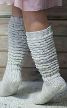 Pretty crinkle-leg socks worked in Novita Nalle (Teddy Bear) yarn can be worn long as knee-socks or with leg crinkled down. Woolen Socks, Men In Heels, Knitting Videos, Colorful Socks, Boot Cuffs, Yarn Needle, Knitting Socks, Pullover, Leg Warmers