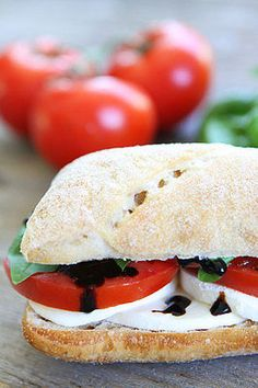 Caprese Sandwich Recipe-this sandwich is so easy and so good! A must make for summertime!