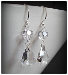 Fülbevaló inspiráció Swarovski Elements #6090 Baroque medálból, és #5000 kristály gyöngyből Crystal színben