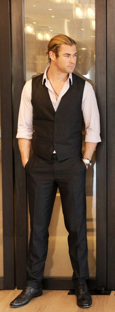 Chris Hemsworth.... He's dreamy ;)