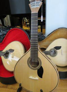 Bom dia! Os nossos votos de uma boa semana! Procura uma guitarra portuguesa? Modelo de Lisboa ou de Coimbra? Venha ao Salão Musical de Lisboa. Guitarras de fabrico nacional, em madeiras sólidas. Consulte o nosso site www.salaomusical.com
