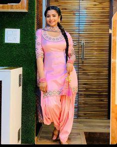 Pakistani Dresses Party, Punjabi Dress, Indian Dresses, Punjabi Suits, Salwar Suits, Pakistani Suits, Indian Actress Photos, Beautiful Indian Actress, Indian Wedding Guest Dress