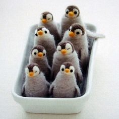 How cute are these needle felted penguins. My husband would die! He just loves penguins :) Book Crafts, Felt Crafts, Arts And Crafts, Diy Crafts, Craft Books, Needle Felted Animals, Felt Animals, Baby Animals, Wet Felting