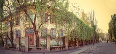 """Prima şcoală de fete în limba română: Institutul """"Doamna Elisabeta Ştirbey"""" înfiinţată în 1843, situată pe strada Justiției."""