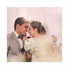 """'""""Meu primeiro amor. Meu único e verdadeiro amor. Aos 14 anos eu te encontrei. Que sorte a minha! Que amor mais lindo e puro o nosso...Eu te amo em um tempo chamado SEMPRE"""" disse-lhe no dia do nosso casamento.  Não começarei do """"começo"""", não sei dizer o dia que comecei a te amar, afinal, nossas almas já se amavam há muito. Lembro-me como hoje, nessa vida, o dia que te conheci. Ainda hoje, sinto o cheiro do momento. Numa """"esquina"""" voltando do colégio, aos 14 anos, fomos apresentados por uma…"""