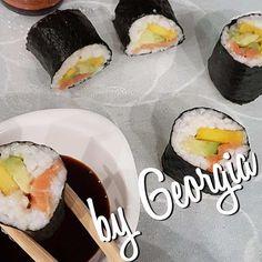 Astăzi m-a chinuit talentul si-am facut prima dată :)) Basa Fish Recipes, White Fish Recipes, Cooking Sushi, Just Cooking, My Life Style, Fresh Rolls, Avocado, Homemade Sushi, Told You So